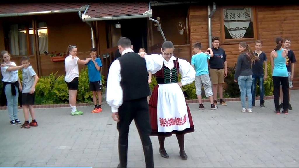 Zetelaka-Ivó-tábor-tánctanulás2