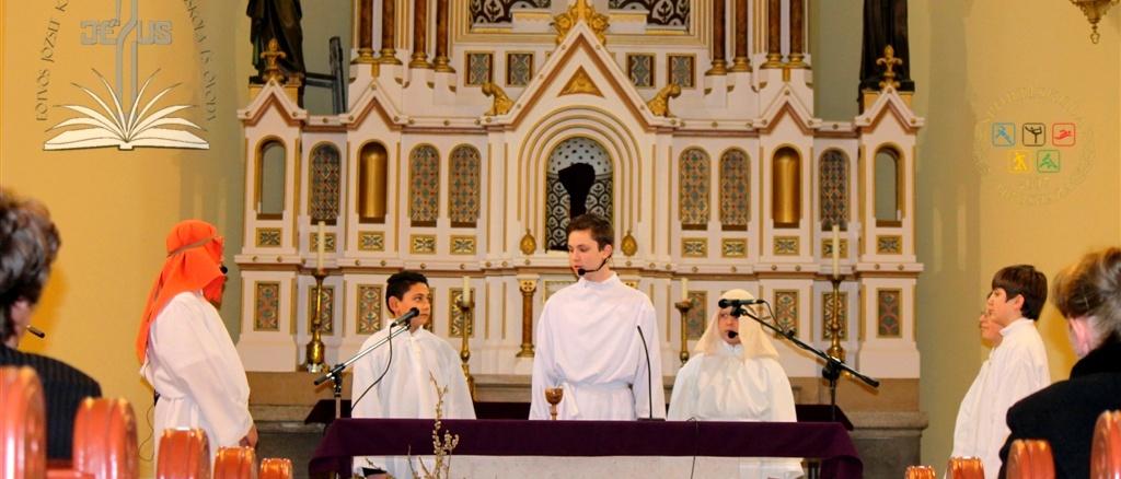 Húsvéti ünnepség a katolikus templomban